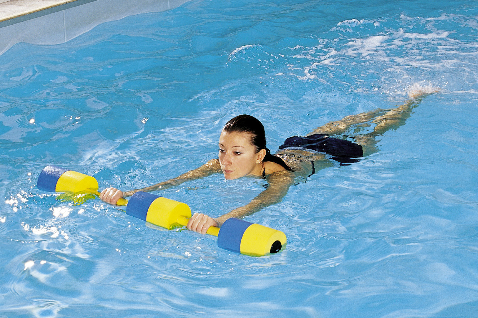 Плавание в бассейне для позвоночника